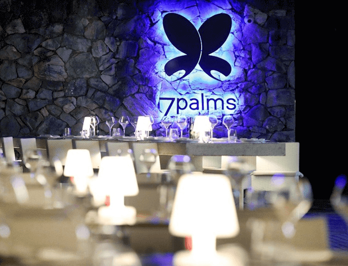 7 Palms lounge bar